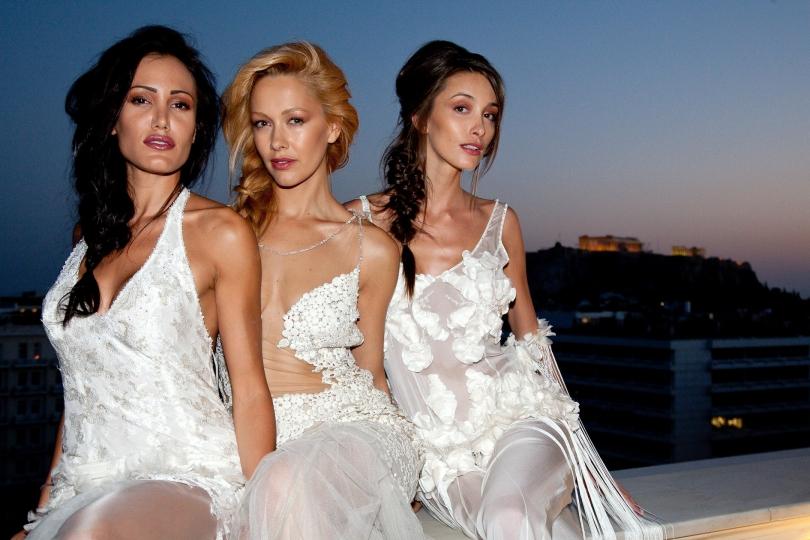 Modefotograaf uit Zoetermeer, Patricia Munster, fotografeert bruidsmode in Athene