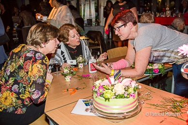 Bloemstukjes-maken-Vrouwendag-Zoetermeer-Fotograaf-Patricia-Munster-002-2