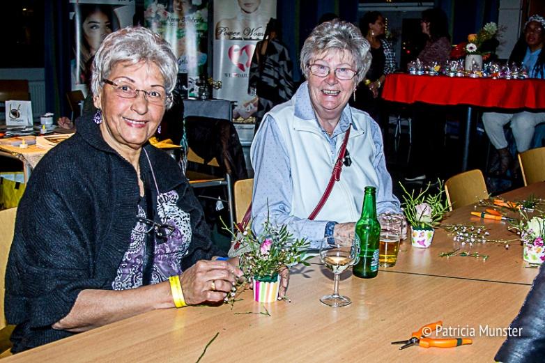 Bloemstukjes-maken-Vrouwendag-Zoetermeer-Fotograaf-Patricia-Munster-002