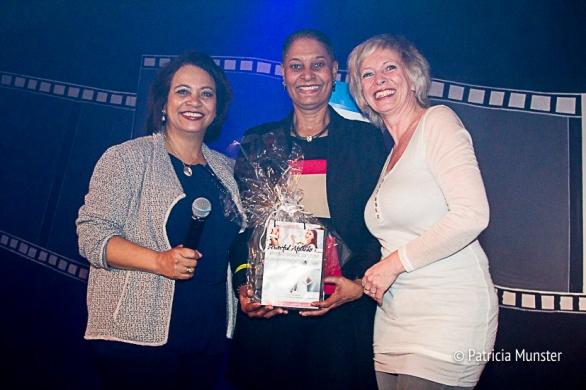 Maureen-Smit-Juliette-Meurs-uitreiking-prijs-Stichting-Daily-Diva-Vrouwendag-Zoetermeer-Fotograaf-Patricia-Munster-001