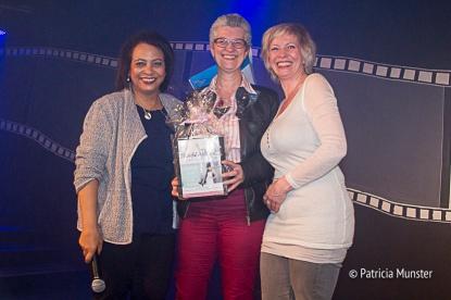 Maureen-Smit-Juliette-Meurs-uitreiking-prijs-Stichting-Daily-Diva-Vrouwendag-Zoetermeer-Fotograaf-Patricia-Munster-003