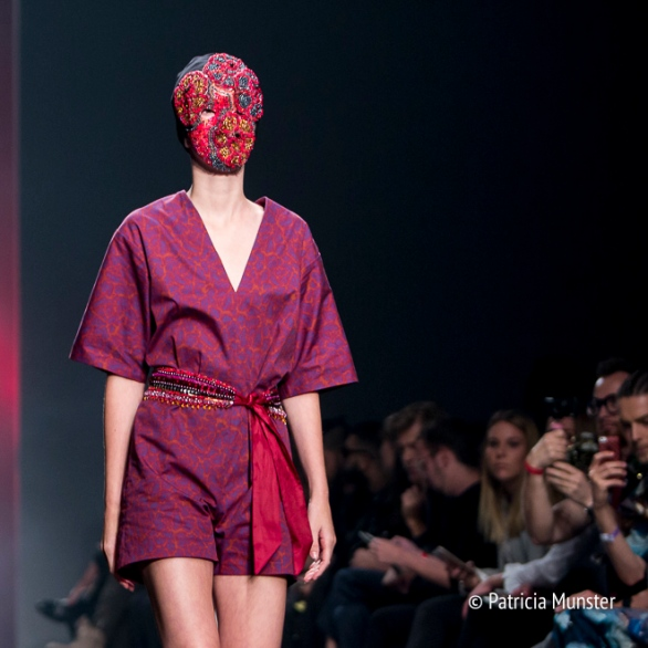 Embroidered mask of Merel van Glabbeek at Amsterdam Fashion Week