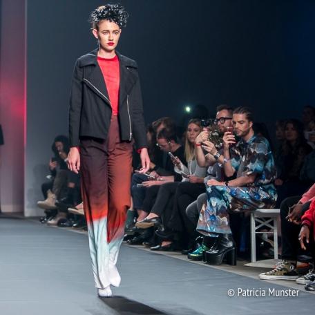 Stoere silhouetten bij Merel van Glabbeek at Amsterdam Fashion Week
