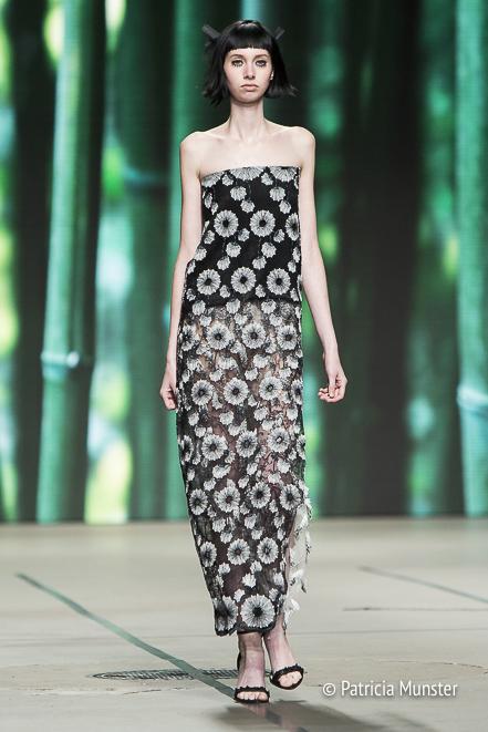 Black-and-white dress at Tony Cohen SS18 - Amsterdam Fashion Week