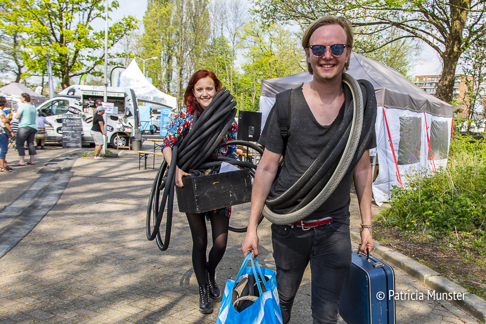 Het is te warm voor de workshop om van je fietsband een riem te maken, hopelijk de volgende keer wel!