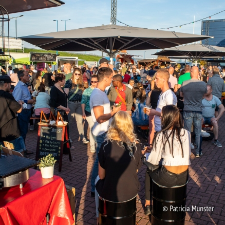 Drinking and eating at Food Truck Festival 2018 Silverdome Zoetermeer