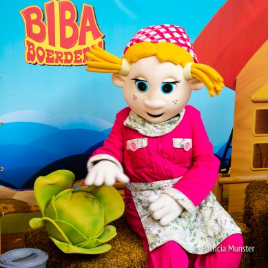 Boerin Bibi met haar gigagroente