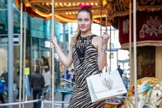 Livera gaat voor een zebra print op de carousel