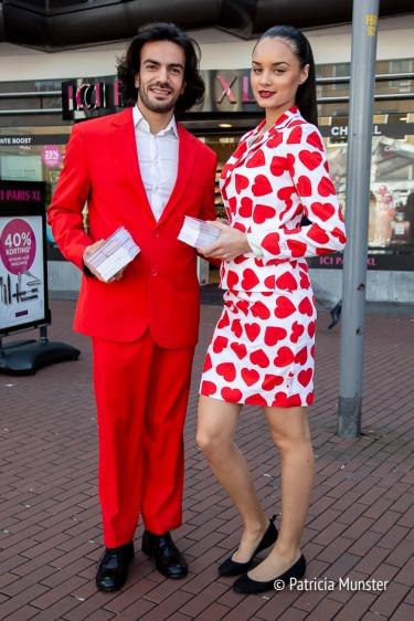 De rode butler en de charmante gastvrouw