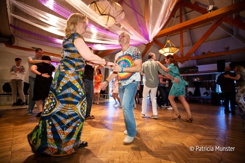 Salsadansen op de verjaardag van dansschool Havanado