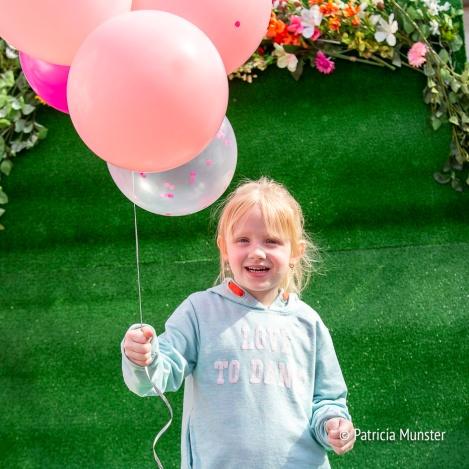 Ballonnen en bloemen bij het selfiecircus!
