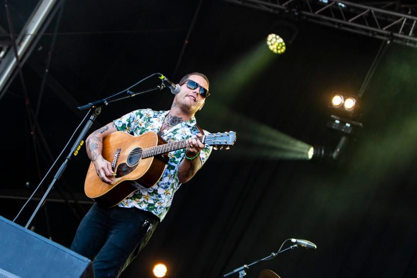 Douwe Bob op het podium in Zoetermeer