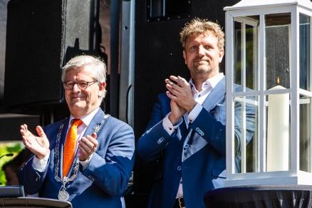 Burgemeester van Zoetermeer Charlie Aptroot en voorzitter Floravontuur Ruud Steggerda