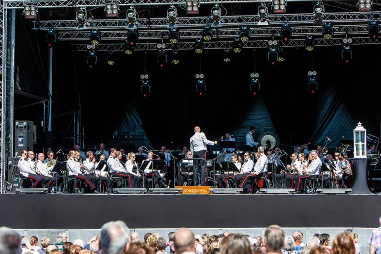 Marinierskapel van de Koninklijke Marine opent het bevrijdingsfestival Zoetermeer met muziek