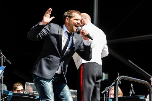 René van Kooten opent samen met het Marinierskapel van de Koninklijke Marine het 19de bevrijdingsfestival in Zoetermeer