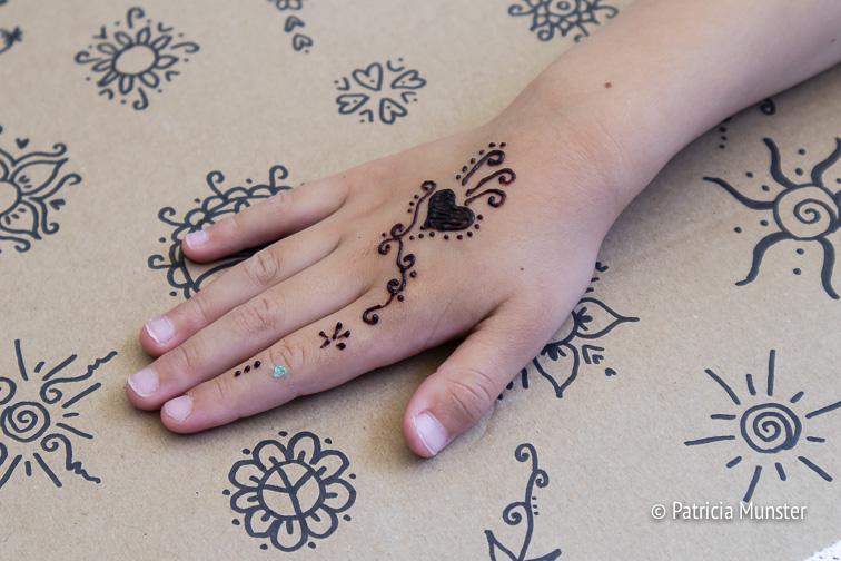 Sabine zette henna tattoos