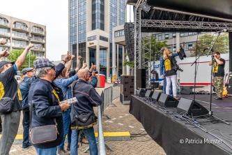 De wethouders maken een selfie speciaal voor Renier Groeneveld, een van de organisatoren, omdat hij er helaas niet bij kon zijn maar op deze manier toch een beetje..