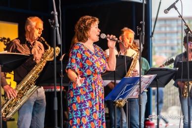 Optreden op het talentpodium op het Nicolaasplein