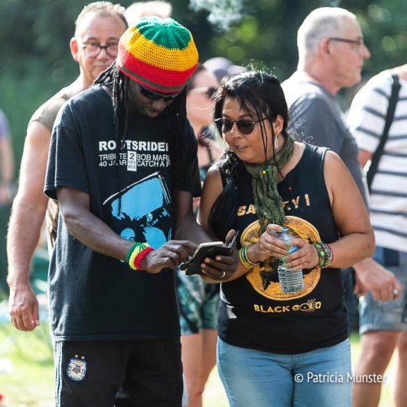 Bezoekers aan het Rastaplas festival