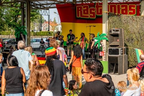 Kenny Weed Free Mind Empire treedt op bij Warm up Festival Rastaplas