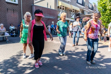 Riverdancing in de Dorpsstraat