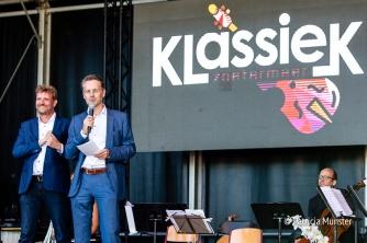 Ruud Steggenda, directeur Floravontuur en Robin Paalvast, wethouder cultuur openen Klassiek Zoetermeer