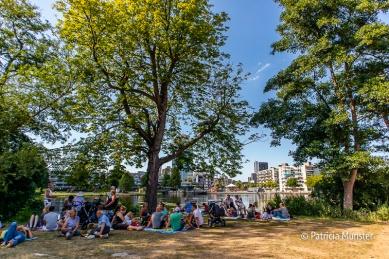 Aan de Dobbeplas genieten van de muziek van Zondag in 't Park