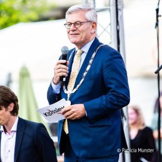 De burgemeester van Zoetermeer maakt de winnen bekend