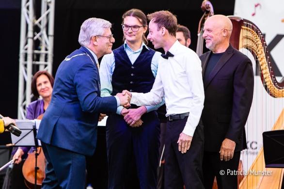 Burgemeester feliciteert Emile Chappin
