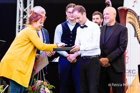 Naast de titel 'Maestro van Zoetermeer' ontvangt Emile Chappin ook de gouden baton