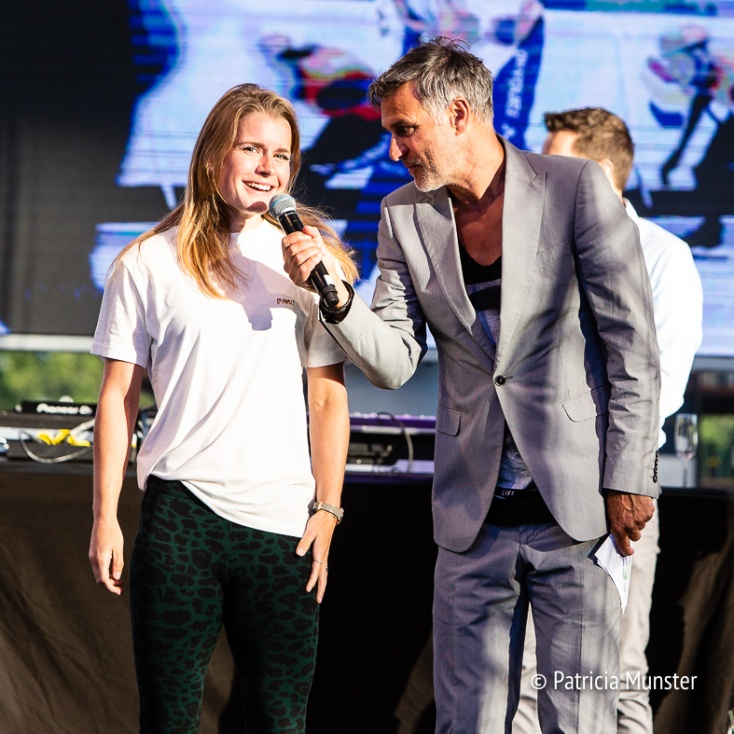 Olympische medaillewinares op shorttrack Yara van Kerkhof met Viggo Waas