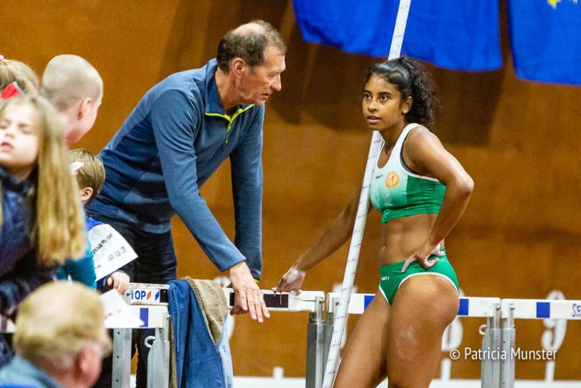Killiana Heymans in gesprek met haar coach, Jaap van der Plaat